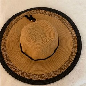 Collection neighbor 100% natural fiber hat.